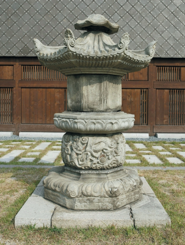 stupa-and-stone-coffin-for-master-jingong-from-heungbeopsa-temple-site.jpg